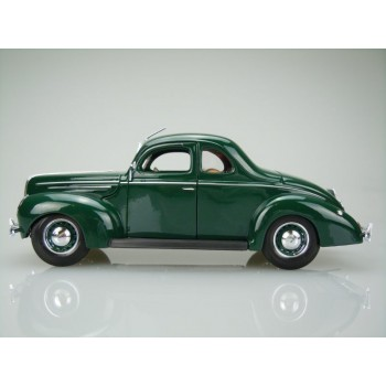 1939 Ford Deluxe Coupe (Special Edition) by Maisto 1:18 (Green)