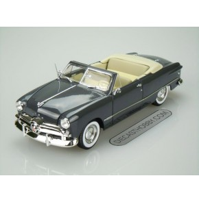 1949 Ford Convertible (Top Down) (Special Edition) by Maisto 1:18 (Blue)
