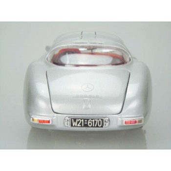 "1955 Mercedes-Benz 300 SLR ""Uhlenhaut Coupe"" (Premiere Edition) by Maisto 1:18 (Silver)"