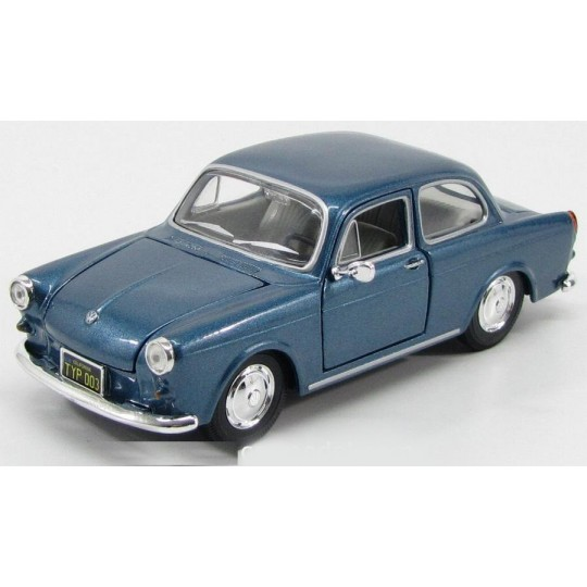 1967 Volkswagen 1600 Notchback (Special Edition) by Maisto 1:24 (Blue)